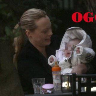 Anna falchi al parco con la piccola alyssa - Parco mamma anna cucine ...