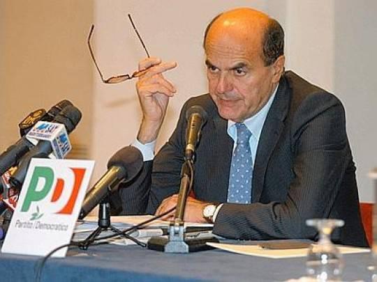 Bersani PD2 e1323878881619 Attentati Equitalia, non si placa la bufera su Grillo: critico anche Bersani