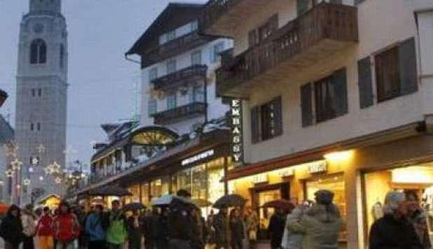 Evasione Cortina: scoperti 42 poveri con auto di lusso
