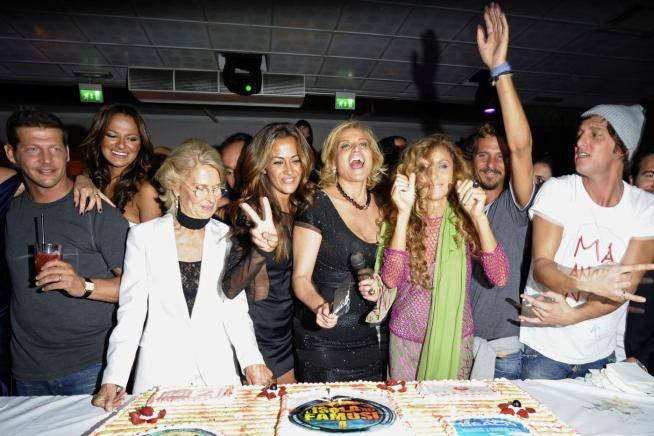 Galà Isola dei Famosi 8: bacio appassionato tra Simona Ventura e Gian Gerolamo Carraro