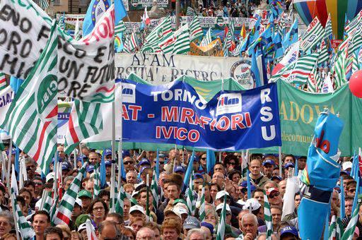 """FISCO / CISL e UIL in piazza a Roma, 100mila persone chiedono tassazione più equa """"Non siamo il bancomat dello Stato"""""""