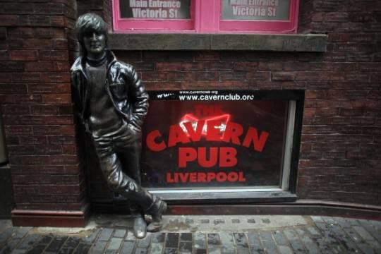 Venduta per 480 mila sterline la casa natale di John Lennon