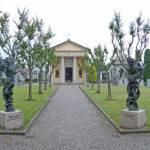 Furti in chiese e cimiteri Torino: ombra satanismo