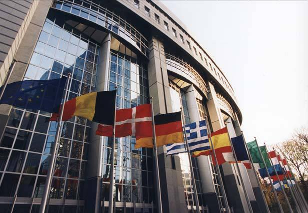 16 aprile 2003: ad Atene viene firmato il trattato che sancisce l'allargamento ad est dell'Ue