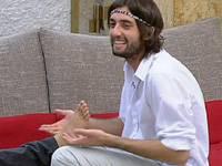 Diretta live Grande Fratello 11, David si improvvisa massaggiatore