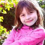 A 4 anni tenta di tagliarsi i testicoli per essere una femmina