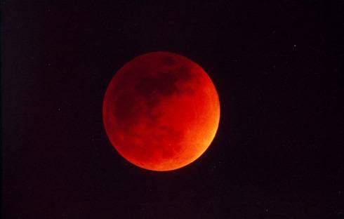 Eclissi di Luna 2011: diretta live tv dalle ore 21,30. Il maltempo ostacola lo show astronomico