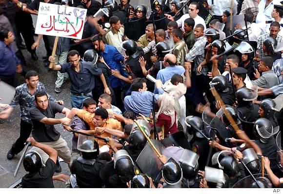 Egitto, proteste: si dimette Ahmad Ezz, segretario generale del partito di Mubarak