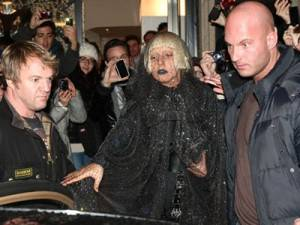 Lady Gaga a spasso per Milano assediata dai fan