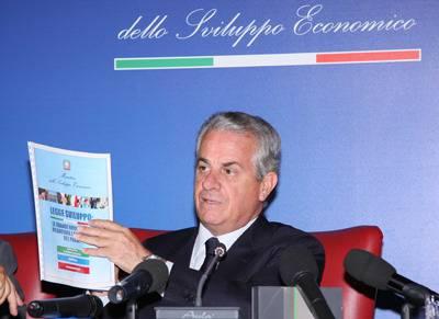 POLITICA / Sviluppo economico, il Paese combatte la crisi ma senza ministro