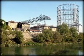 Roma: operai si arrampicano su Gazometro per difendere il posto di lavoro
