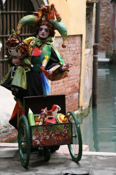 IMG 2340 399x600 Carnevale di Venezia 2013: la Maschera di Anna Marconi vince con La ricerca del tempo perduto