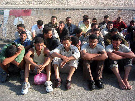 Immigrazione Lampedusa: senza alloggio i magrebini approdati sull'isola