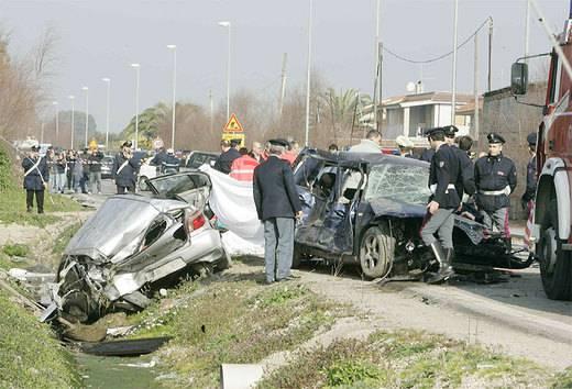 """Auto travolge otto ciclisti a Lamezia Terme, i soccorritori: """"Scenario impressionante"""""""