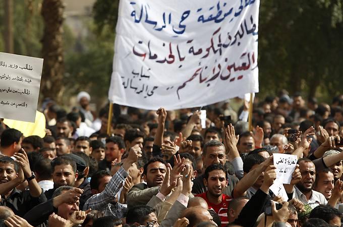 Iran, gas lacrimogeni contro i manifestanti a Teheran