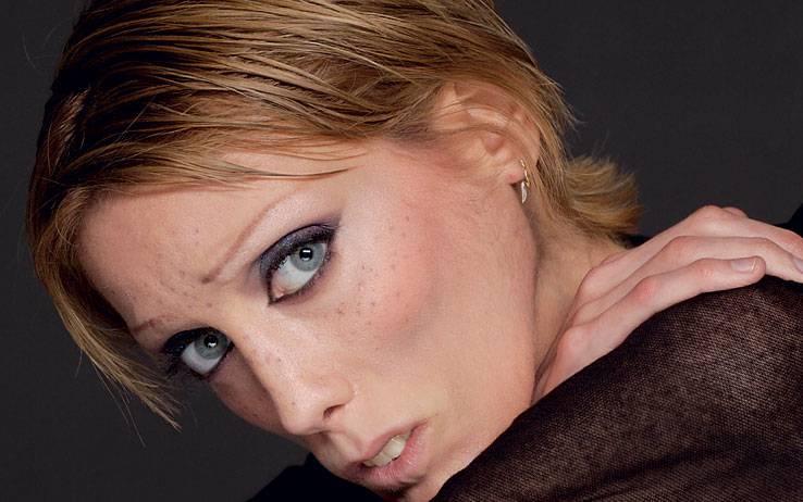 Francia: si suicida la madre della modella Isabelle Caro