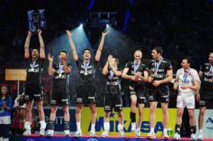 Kaziyski alza al cielo la Champions League 2010