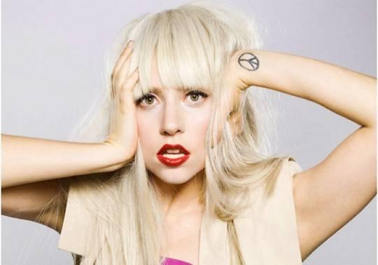 """Lady Gaga, rivelazioni hot: """"A letto adoro che mi venga detto cosa fare"""""""