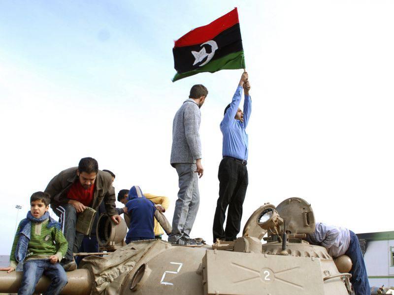 Libia: esercito egiziano rifornisce armi ai ribelli