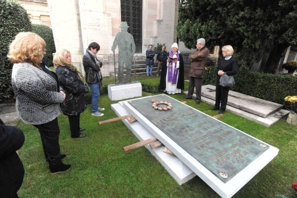Lucio Dalla è stato cremato: portate le ceneri nella Certosa di Bologna