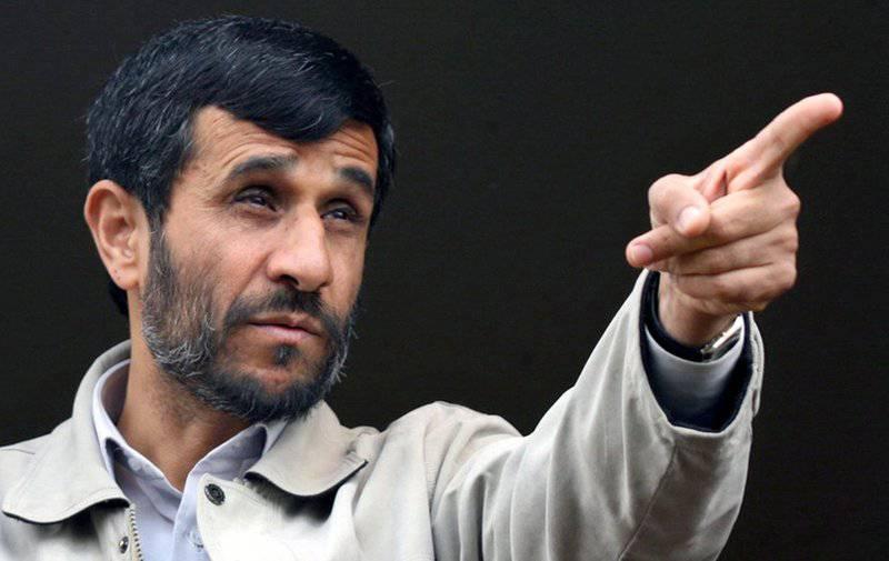 Mahmud Ahmadinejad, il minibus al seguito è stato colpito da una granata
