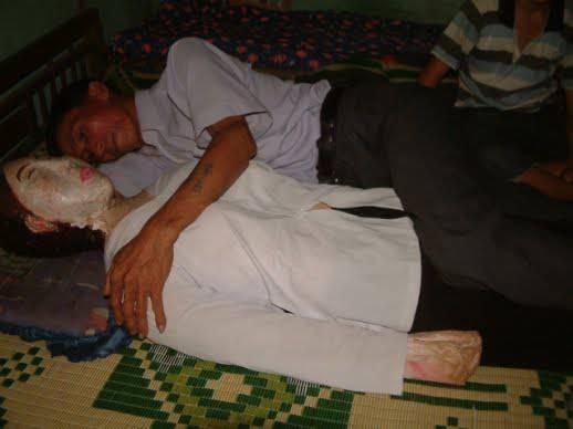 Moglie morta mummificata vietnam Uomo imbalsama la moglie morta da 7 anni: ci dorme insieme e la porta a spasso
