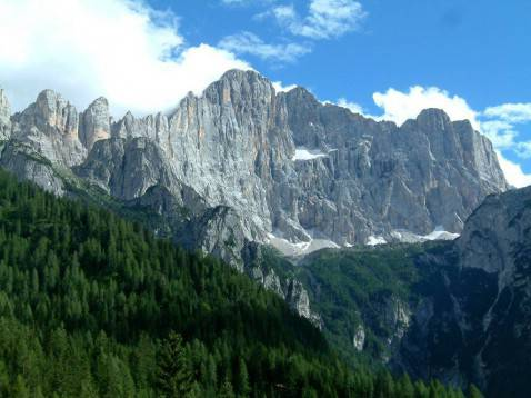 Il Monte Civetta, uno dei più importanti del Cadore (foto pubblico dominio)