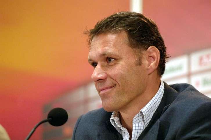 Van Basten allenerà in Italia, la Fiorentina lo cerca ma non si esclude la Juventus