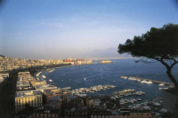 Napoli, rapinatori inseguiti e uccisi a Posillipo. Le immagini del drammatico scontro (Video)
