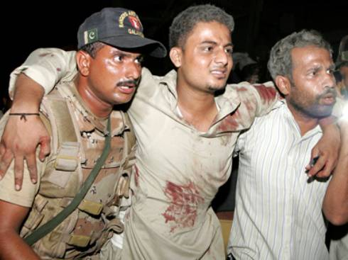 Attentato a Karachi: talebani del Pakistan rivendicano attentato e minacciano il presidente