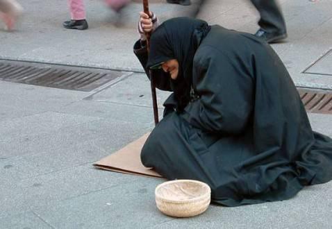 POVERT13 478x330 In Francia la crisi economica impoverisce e uccide: 750 suicidi in tre anni