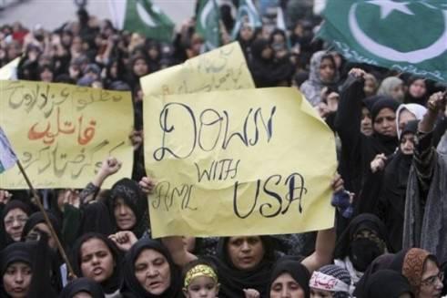 PAKISTAN / Governo, crollo imminente della 'democrazia' e aria di rivoluzione militare