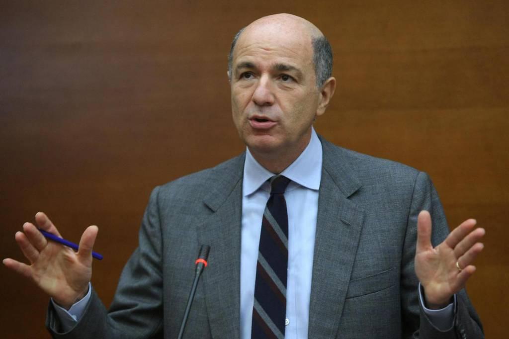 """Governo Monti, il neo ministro Passera respinge le critiche per conflitto d'interessi: """"Risponderò con i fatti"""""""