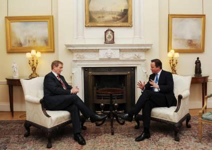 """Il premier irlandese Kenny incontra Cameron per """"San Patrizio"""" e il centenario dall'Indipendenza"""