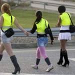 IN SPAGNA PROSTITUTE CON GIUBBOTTO CATARIFRANGENTE / Sicurezza stradale per lucciole e clienti