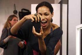 ROSARIO DAWSON / Rocco Barocco, l'attrice paparazzata nella boutique del famoso stilista a Milano