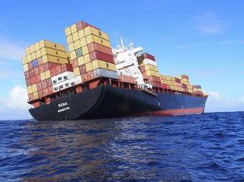 Nuova Zelanda: ripreso il pompaggio di carburante dalla nave incagliata, è corsa contro il tempo
