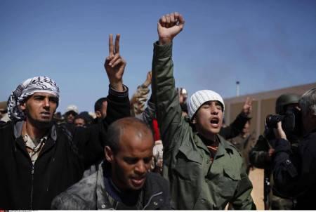 Libia: ribelli e civili uccisi da un raid aereo della Nato