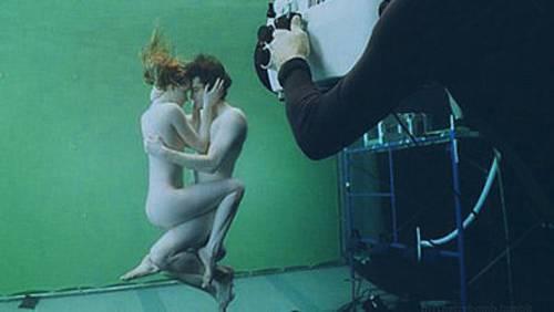Robert Pattinson e Kristen Stewart nudi immersi nell'acqua?