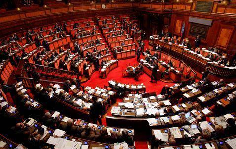 Fiducia al senato si alla manovra ora la parola passa for Si svolgono alla camera