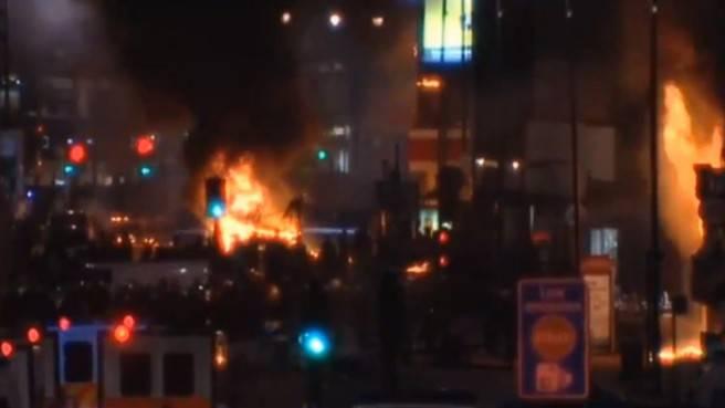 Londra: ucciso un giovane nero dalla polizia, guerriglia nella notte