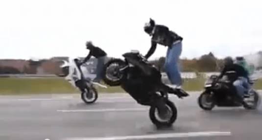 GUARDA IL VIDEO – Milioni d' accessi in due giorni: i motociclisti più pazzi del mondo