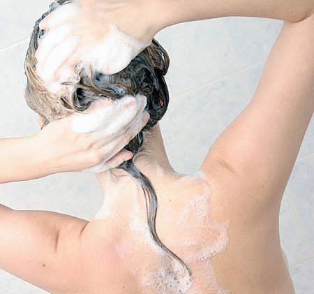 Sequestrate tonnellate di Shampoo lisciante cancerogeno: ecco tutti i nomi e le marche Shampoo-gli-effetti-indesiderati-dei-solfati