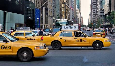 Demenziale: Fanno a botte per un taxi… (Guarda il Video)