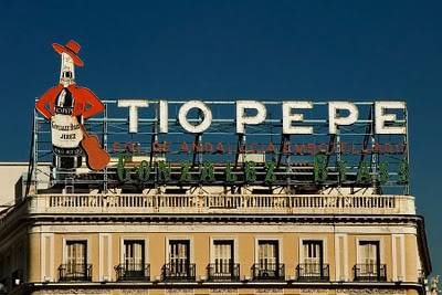 Madrid l insegna di tio pepe uno dei simboli della citt for Tio pepe madrid puerta del sol