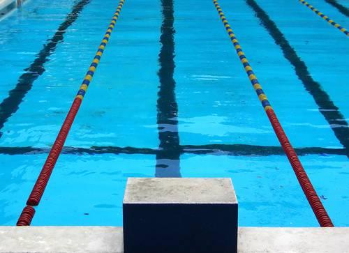 Perde gara di nuoto: 11enne rasato a zero 'come gli ebrei' per punizione