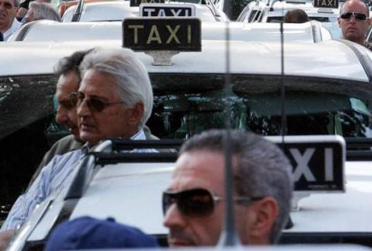 Taxi: proteste in tutta Italia, il garante minaccia la precettazione