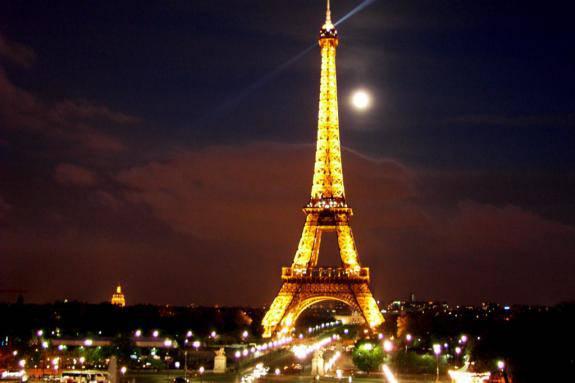Parigi, un 2011 da record per la Tour Eiffel: 7 milioni di visitatori