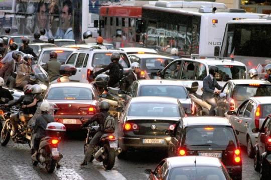 """Rapporto Aci su mobilità urbana: """"Città italiane belle ma invivibili"""""""