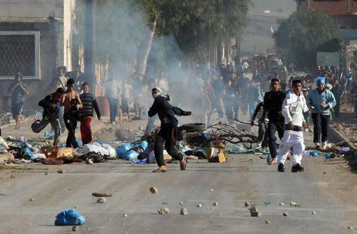 Egitto: molotov contro il Museo del Cairo. Morti negli scontri a piazza Tahrir